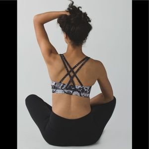 Lululemon Energy sports Bra butterfly texture